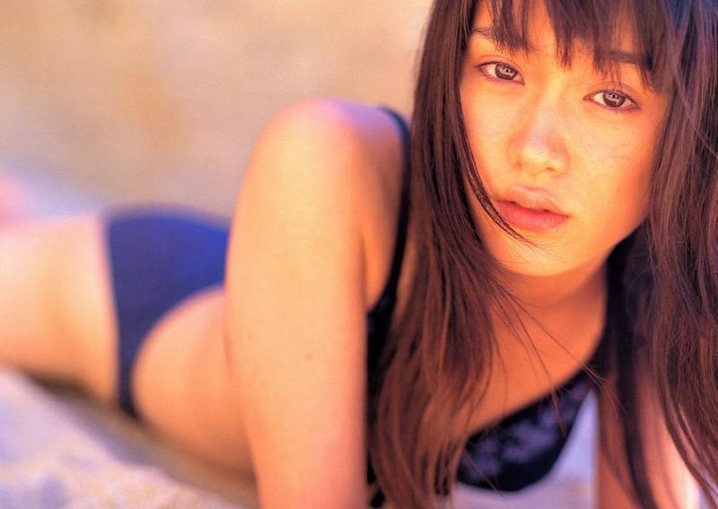 【山口紗弥加エロ画像】数多くのドラマに出演してきたベテラン女優の初々しい水着写真 73