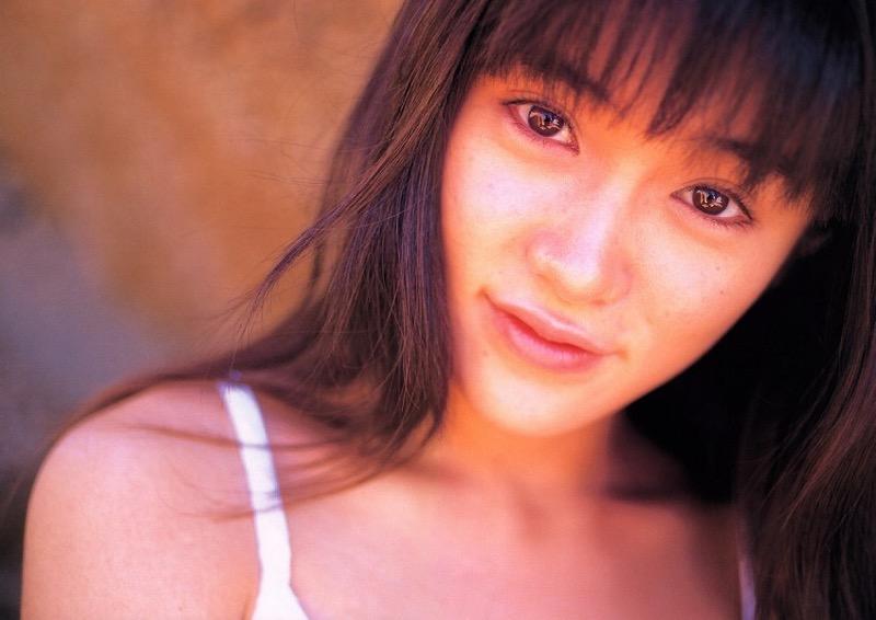 【山口紗弥加エロ画像】数多くのドラマに出演してきたベテラン女優の初々しい水着写真 75