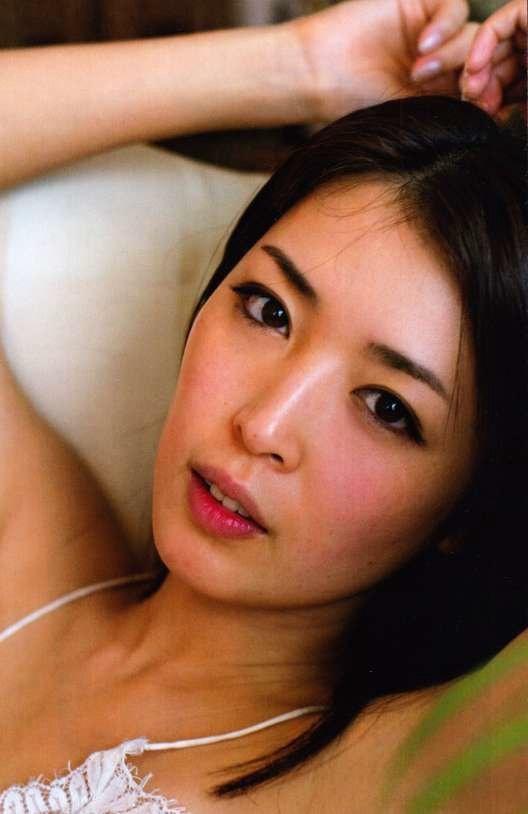 【手束真知子ヌード画像】元アイドルで現役アラサーグラドルの色気たっぷりヌード画像 15