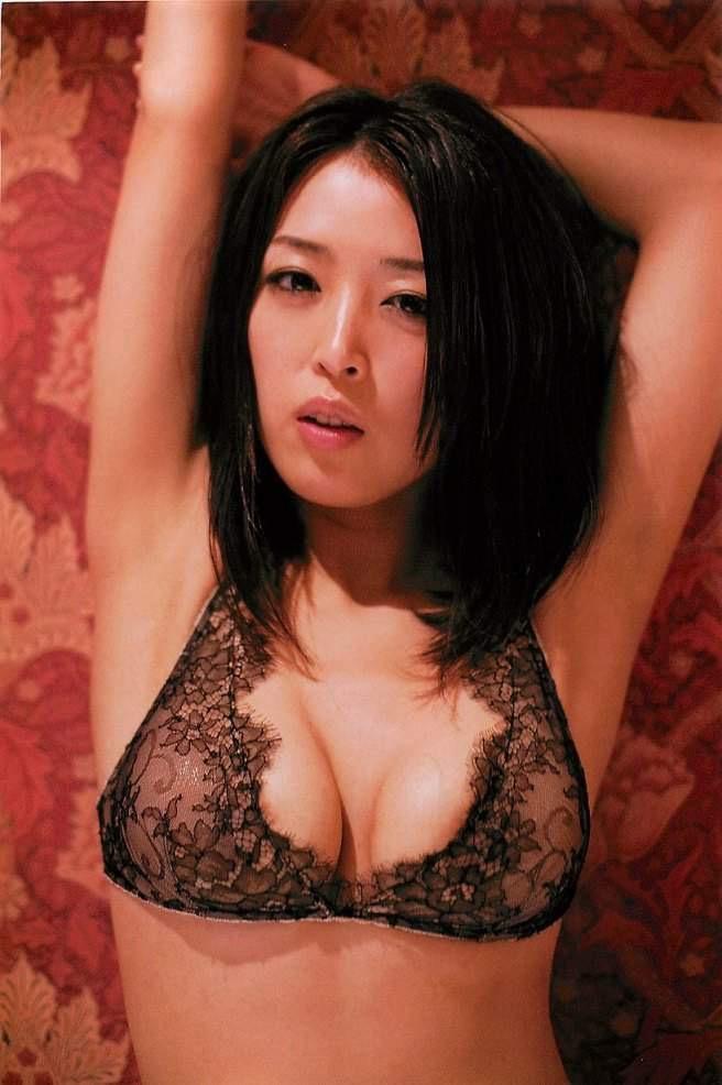 【手束真知子ヌード画像】元アイドルで現役アラサーグラドルの色気たっぷりヌード画像 24