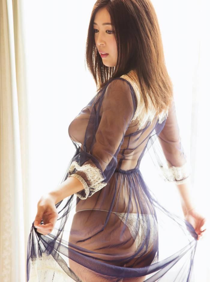 【手束真知子ヌード画像】元アイドルで現役アラサーグラドルの色気たっぷりヌード画像 25