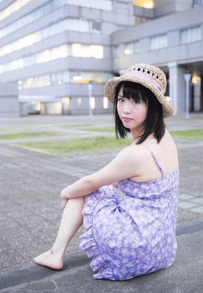 【松村香織エロ画像】令和に変わると共に新たな旅立ちをした元SKE48アイドルのセミヌード 04