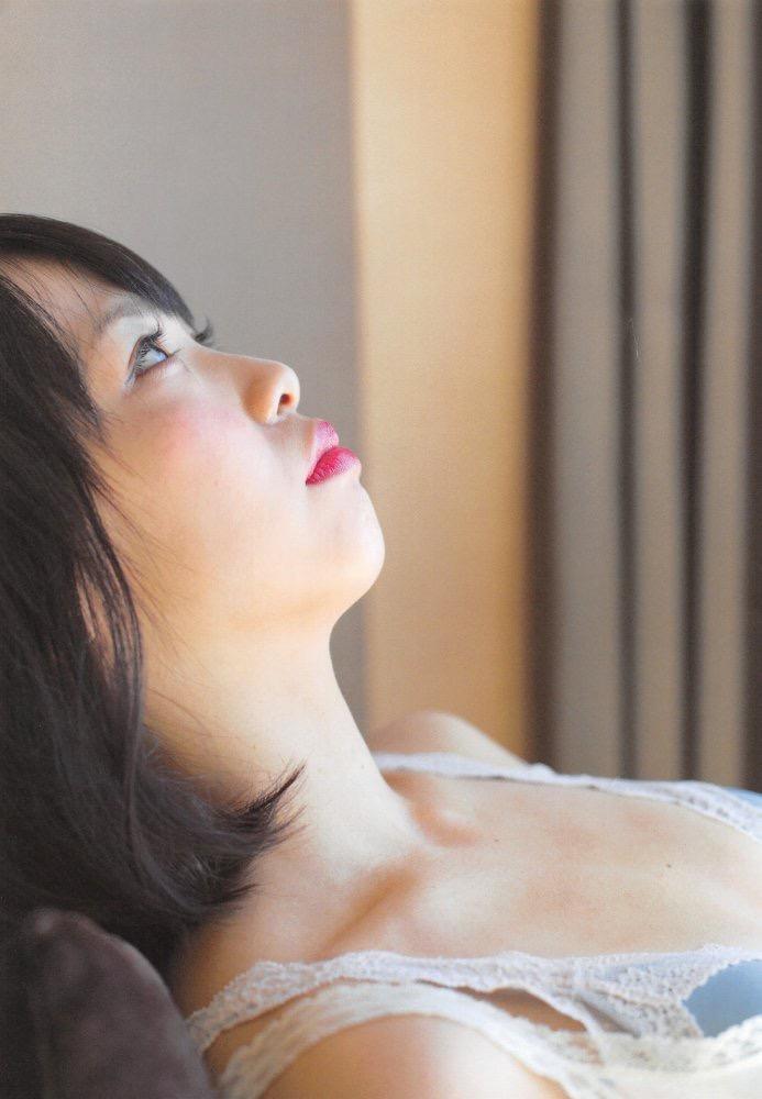 【松村香織エロ画像】令和に変わると共に新たな旅立ちをした元SKE48アイドルのセミヌード 16