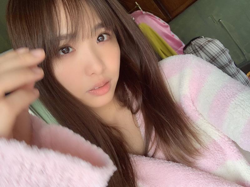 【松村香織エロ画像】令和に変わると共に新たな旅立ちをした元SKE48アイドルのセミヌード 69