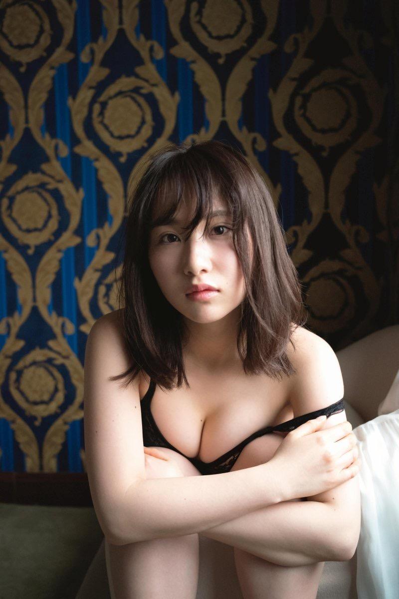 【高橋朱里エロ画像】日本のアイドルから韓国のアイドルへと転身したアイドルのグラビア 11