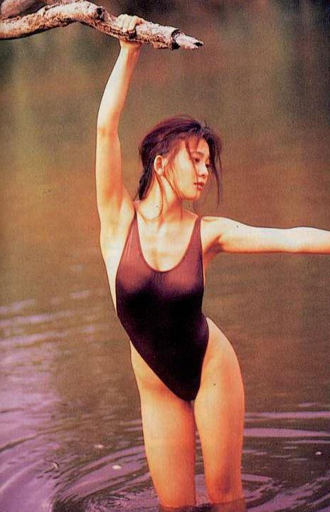 【華原朋美エロ画像】突如、妊娠6ヶ月を発表して世間を騒がせた元グラドルの小室ファミリー歌手 13