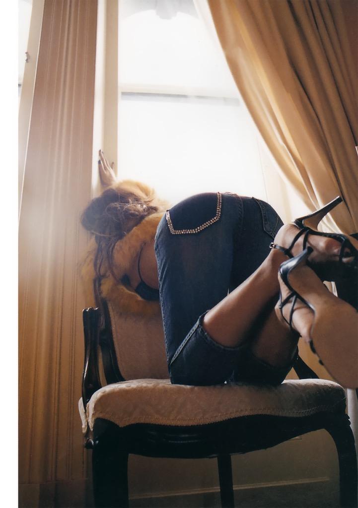 【華原朋美エロ画像】突如、妊娠6ヶ月を発表して世間を騒がせた元グラドルの小室ファミリー歌手 39