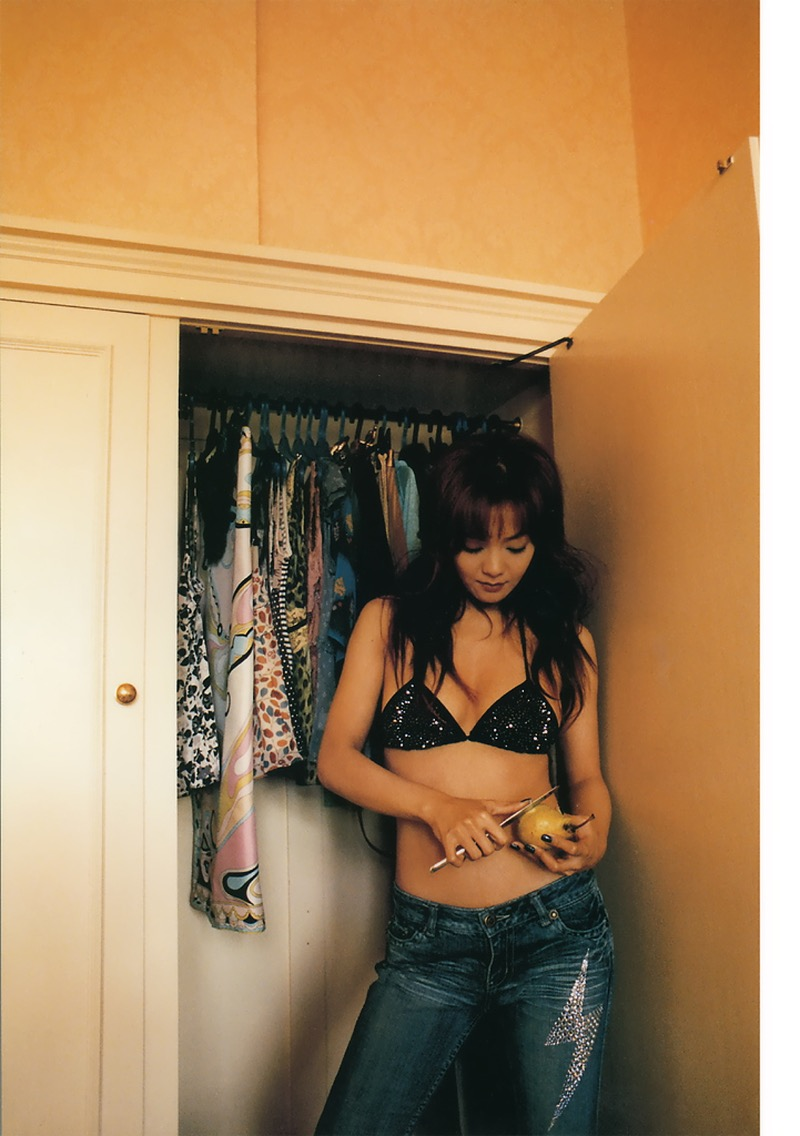 【華原朋美エロ画像】突如、妊娠6ヶ月を発表して世間を騒がせた元グラドルの小室ファミリー歌手 56
