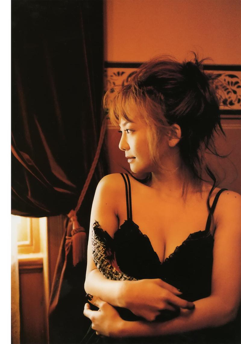 【華原朋美エロ画像】突如、妊娠6ヶ月を発表して世間を騒がせた元グラドルの小室ファミリー歌手 59