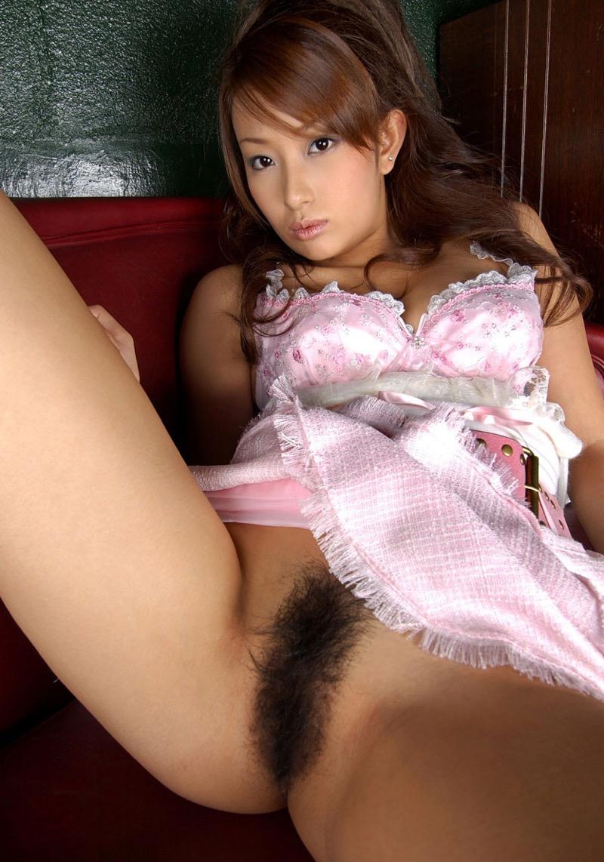 【美女の陰毛エロ画像】わかめ酒をヤったら絶対エロい陰毛が濃いめでエッチな美女画像 42