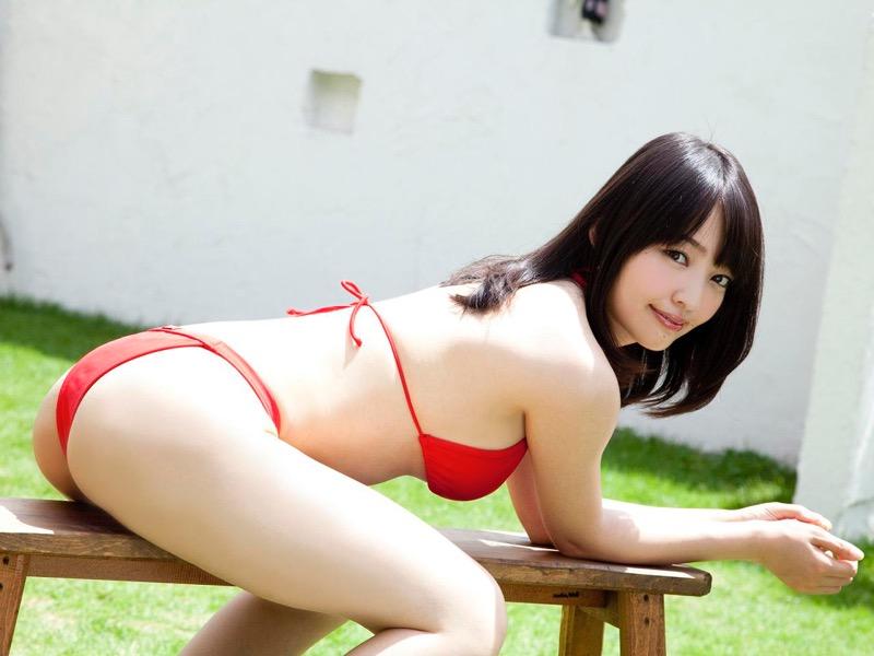 【安藤遥グラビア画像】女子高生レースクイーンとしてデビューしたスレンダーボディのエロ娘!