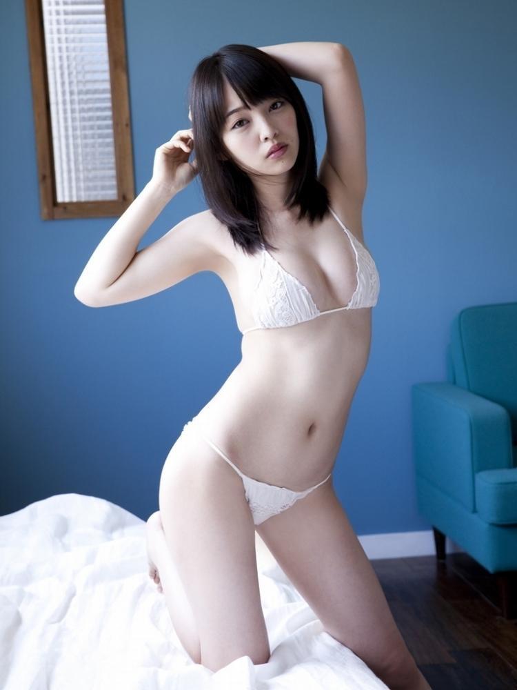 【安藤遥グラビア画像】女子高生レースクイーンとしてデビューしたスレンダーボディのエロ娘! 17