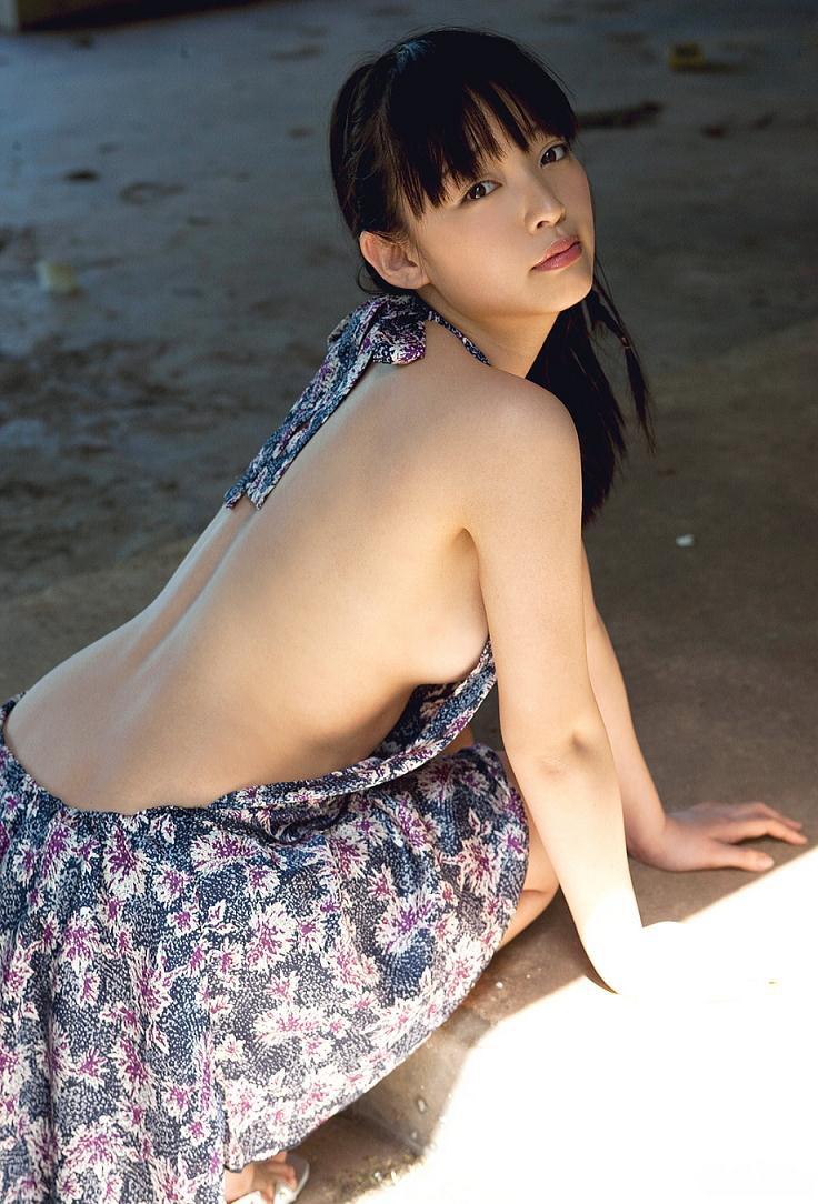 【安藤遥グラビア画像】女子高生レースクイーンとしてデビューしたスレンダーボディのエロ娘! 20