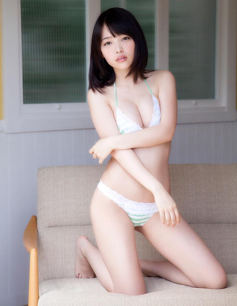 【安藤遥グラビア画像】女子高生レースクイーンとしてデビューしたスレンダーボディのエロ娘! 25