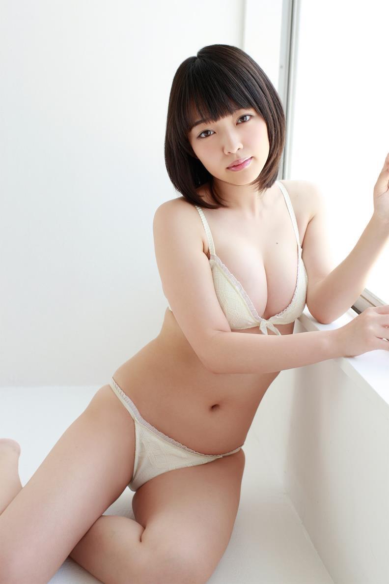 【安藤遥グラビア画像】女子高生レースクイーンとしてデビューしたスレンダーボディのエロ娘! 39