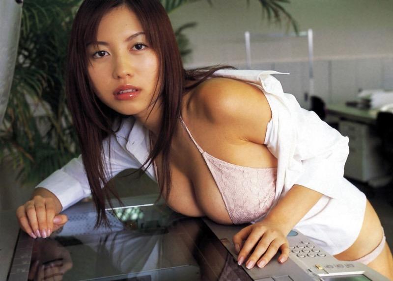 【MARIグラビア画像】バスト98cmのパイズリさせたくなるIカップ爆乳ボディが最高にエロい! 04