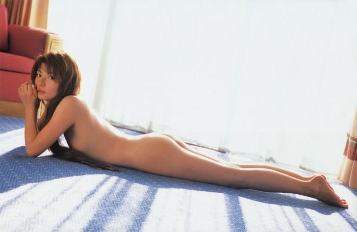 【松田純グラビア画像】セクシーな目線が魅力的なグラビアアイドルのノーブラ乳寄せ写真 09