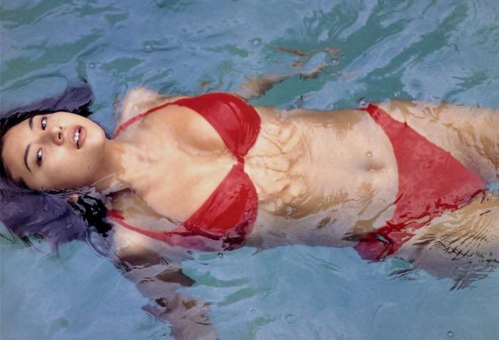 【松田純グラビア画像】セクシーな目線が魅力的なグラビアアイドルのノーブラ乳寄せ写真 11