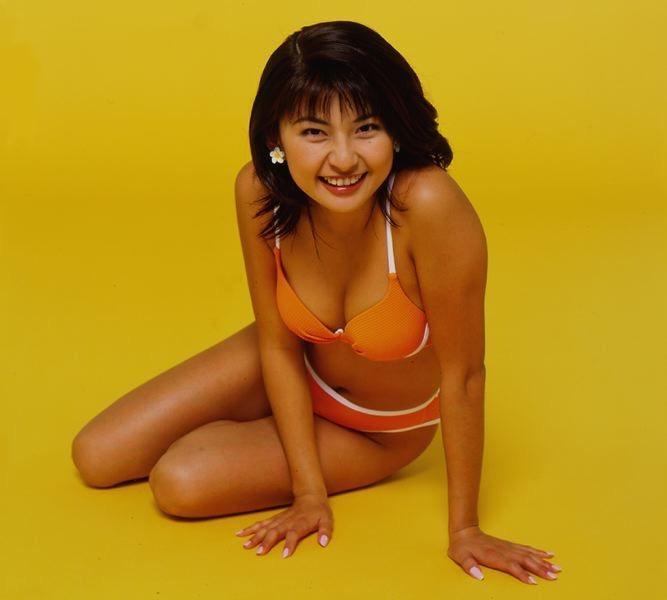 【松田純グラビア画像】セクシーな目線が魅力的なグラビアアイドルのノーブラ乳寄せ写真 18