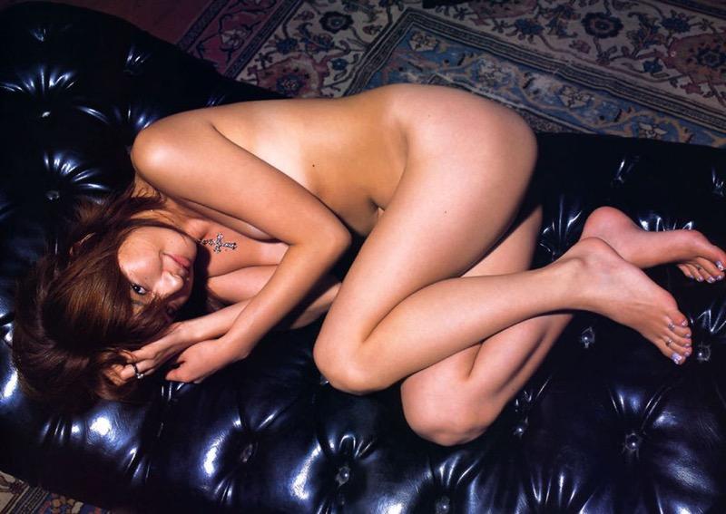 【松田純グラビア画像】セクシーな目線が魅力的なグラビアアイドルのノーブラ乳寄せ写真 20
