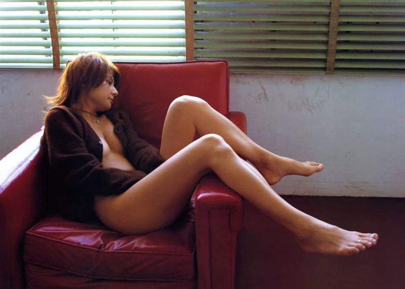 【松田純グラビア画像】セクシーな目線が魅力的なグラビアアイドルのノーブラ乳寄せ写真 22