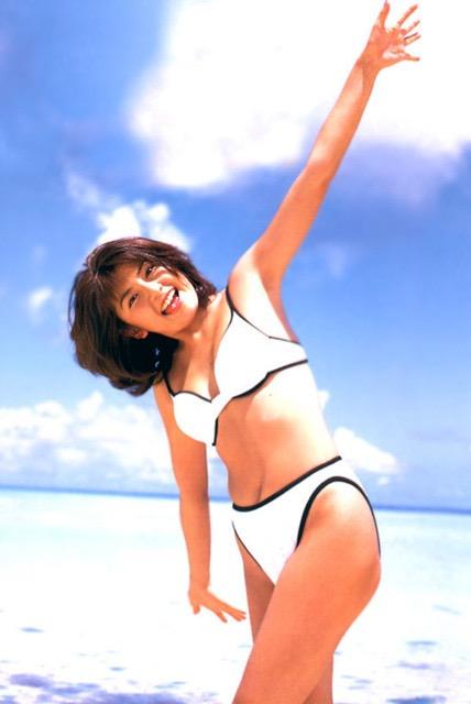 【松田純グラビア画像】セクシーな目線が魅力的なグラビアアイドルのノーブラ乳寄せ写真 27