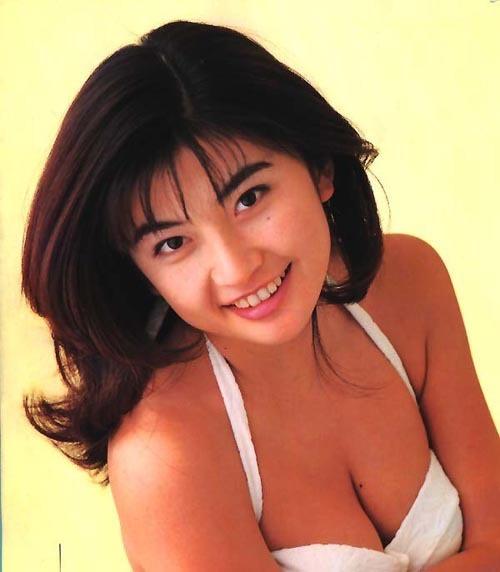 【松田純グラビア画像】セクシーな目線が魅力的なグラビアアイドルのノーブラ乳寄せ写真 29