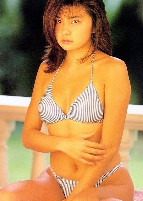 【松田純グラビア画像】セクシーな目線が魅力的なグラビアアイドルのノーブラ乳寄せ写真 31