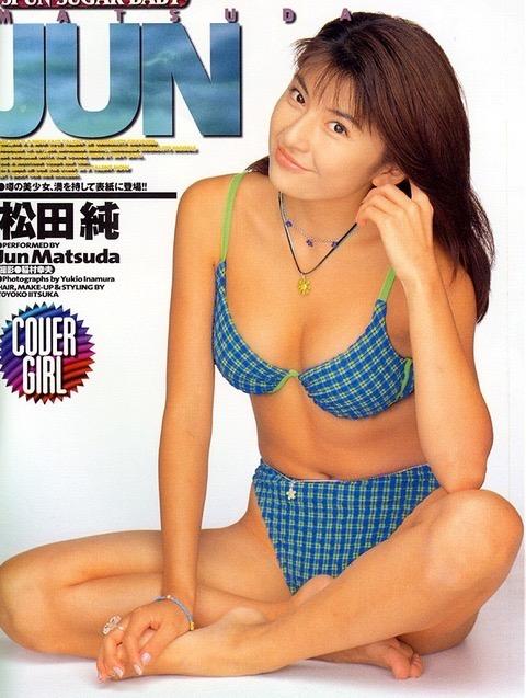 【松田純グラビア画像】セクシーな目線が魅力的なグラビアアイドルのノーブラ乳寄せ写真 33