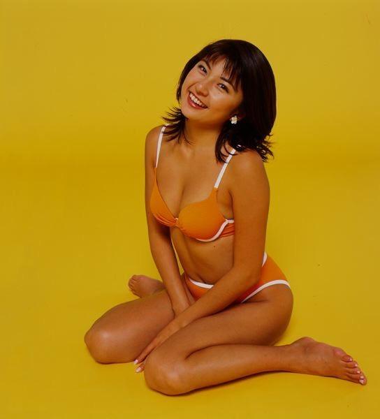 【松田純グラビア画像】セクシーな目線が魅力的なグラビアアイドルのノーブラ乳寄せ写真 36