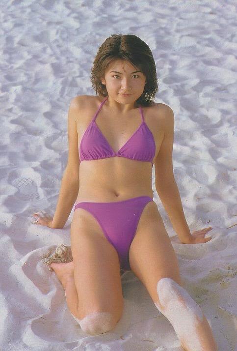 【松田純グラビア画像】セクシーな目線が魅力的なグラビアアイドルのノーブラ乳寄せ写真 40