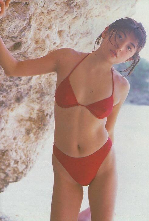 【松田純グラビア画像】セクシーな目線が魅力的なグラビアアイドルのノーブラ乳寄せ写真 42