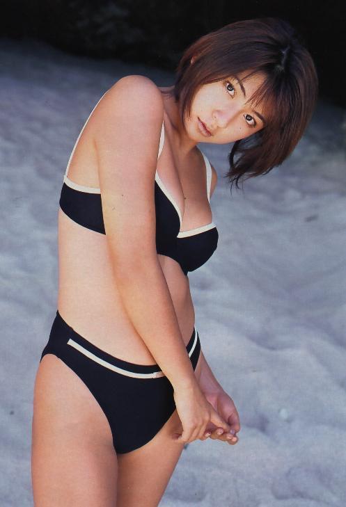 【松田純グラビア画像】セクシーな目線が魅力的なグラビアアイドルのノーブラ乳寄せ写真 44