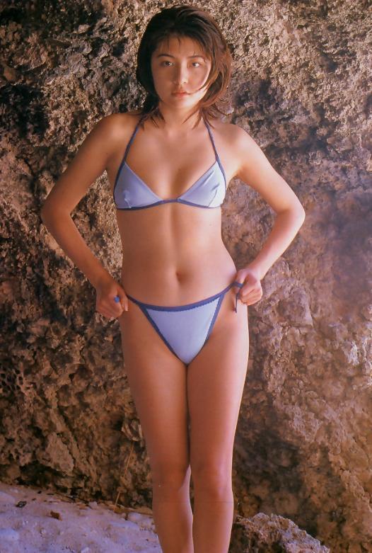 【松田純グラビア画像】セクシーな目線が魅力的なグラビアアイドルのノーブラ乳寄せ写真 48