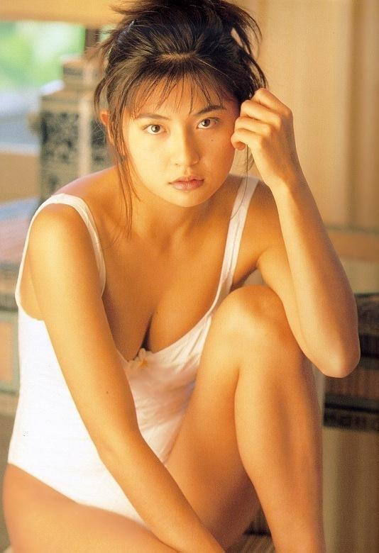 【松田純グラビア画像】セクシーな目線が魅力的なグラビアアイドルのノーブラ乳寄せ写真 49