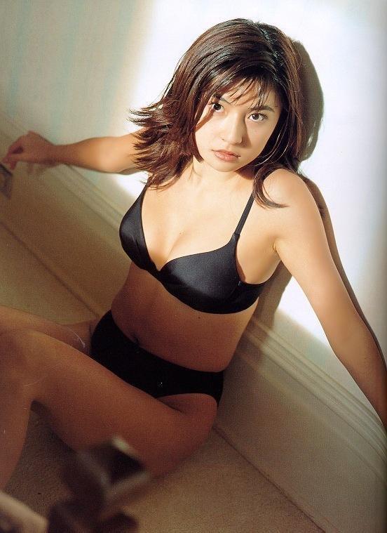 【松田純グラビア画像】セクシーな目線が魅力的なグラビアアイドルのノーブラ乳寄せ写真 51