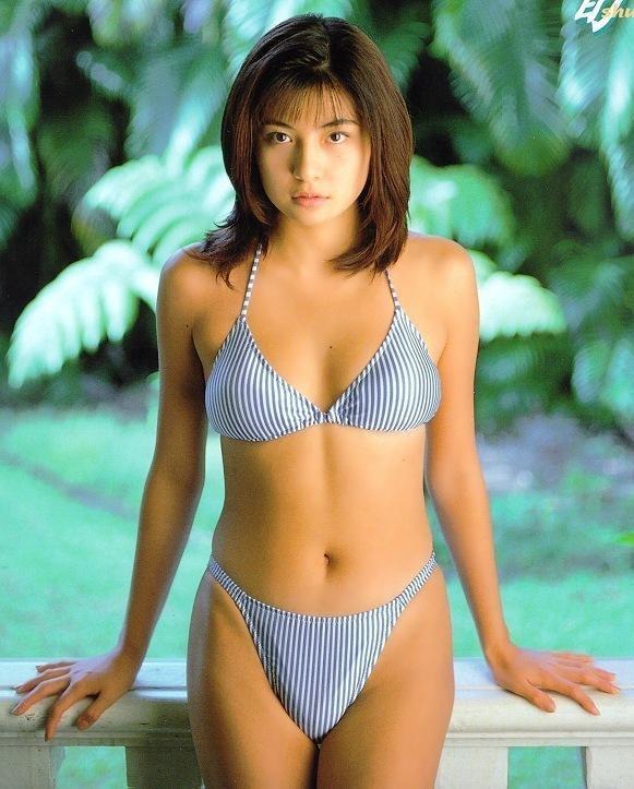 【松田純グラビア画像】セクシーな目線が魅力的なグラビアアイドルのノーブラ乳寄せ写真 54