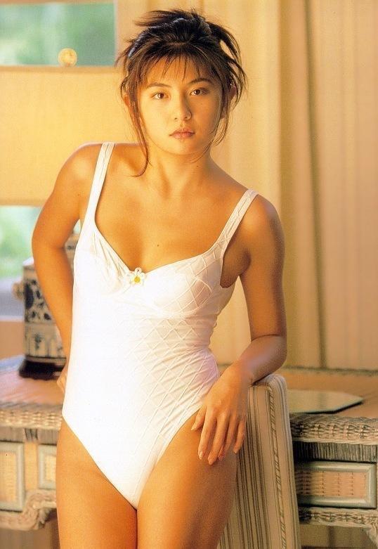 【松田純グラビア画像】セクシーな目線が魅力的なグラビアアイドルのノーブラ乳寄せ写真 55