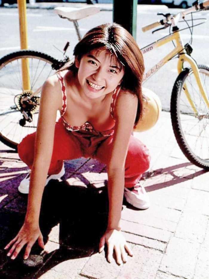【松田純グラビア画像】セクシーな目線が魅力的なグラビアアイドルのノーブラ乳寄せ写真 63