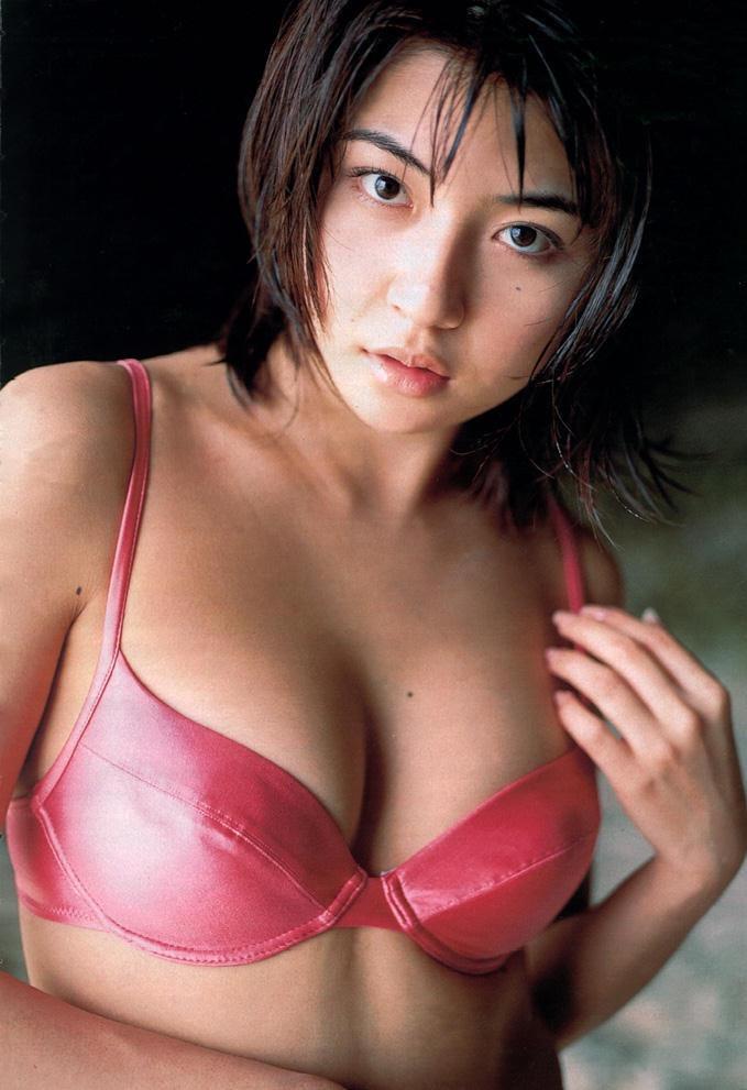 【松田純グラビア画像】セクシーな目線が魅力的なグラビアアイドルのノーブラ乳寄せ写真 64