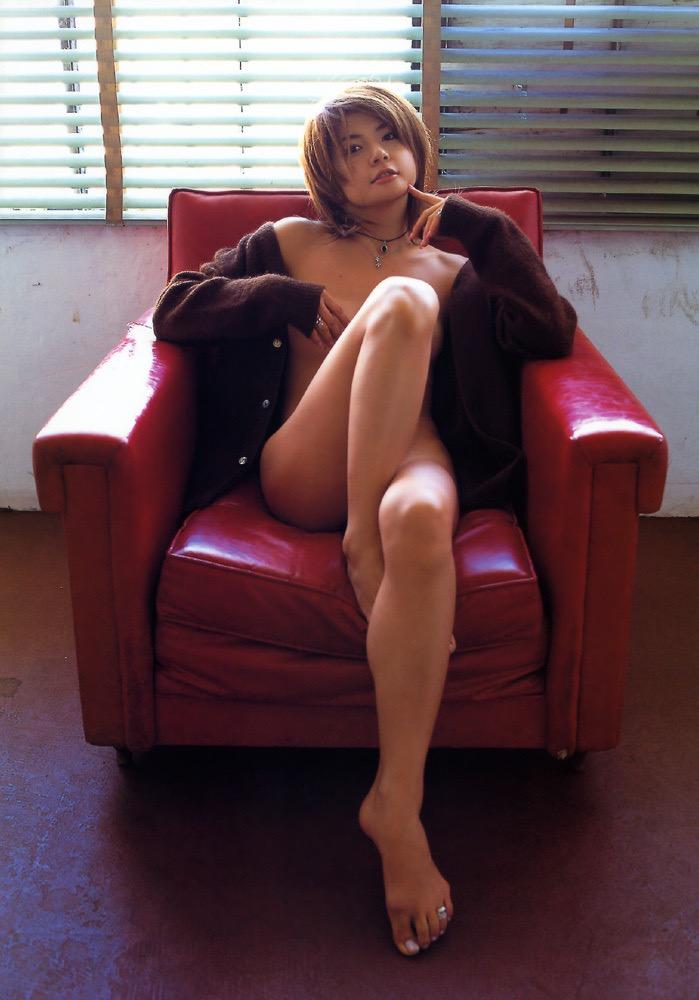 【松田純グラビア画像】セクシーな目線が魅力的なグラビアアイドルのノーブラ乳寄せ写真 65