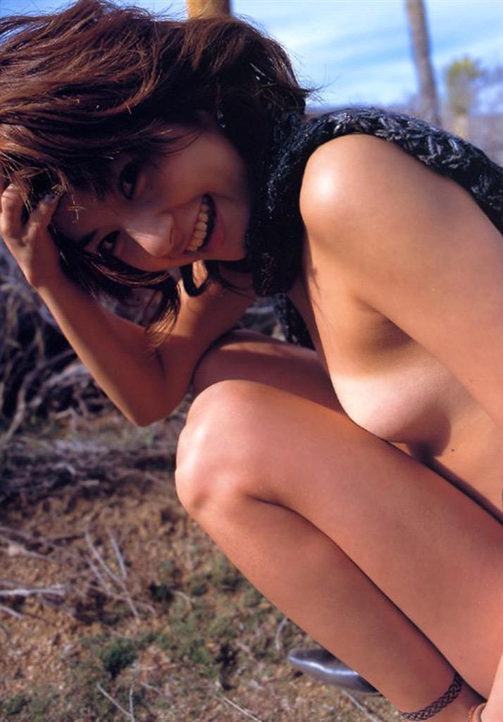 【松田純グラビア画像】セクシーな目線が魅力的なグラビアアイドルのノーブラ乳寄せ写真 69
