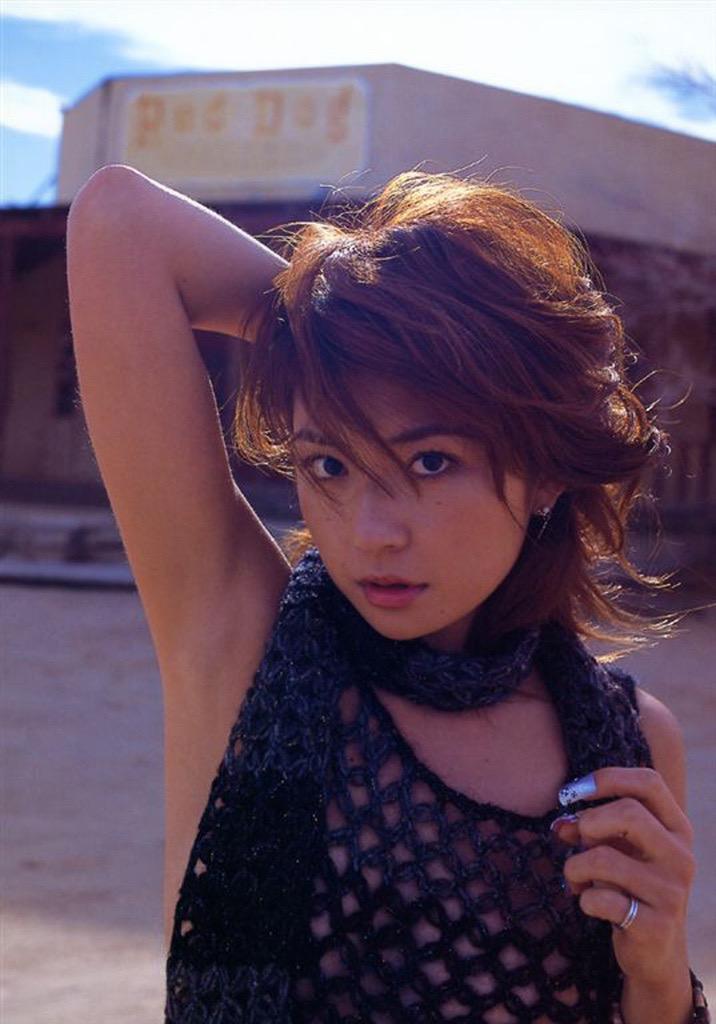 【松田純グラビア画像】セクシーな目線が魅力的なグラビアアイドルのノーブラ乳寄せ写真 75