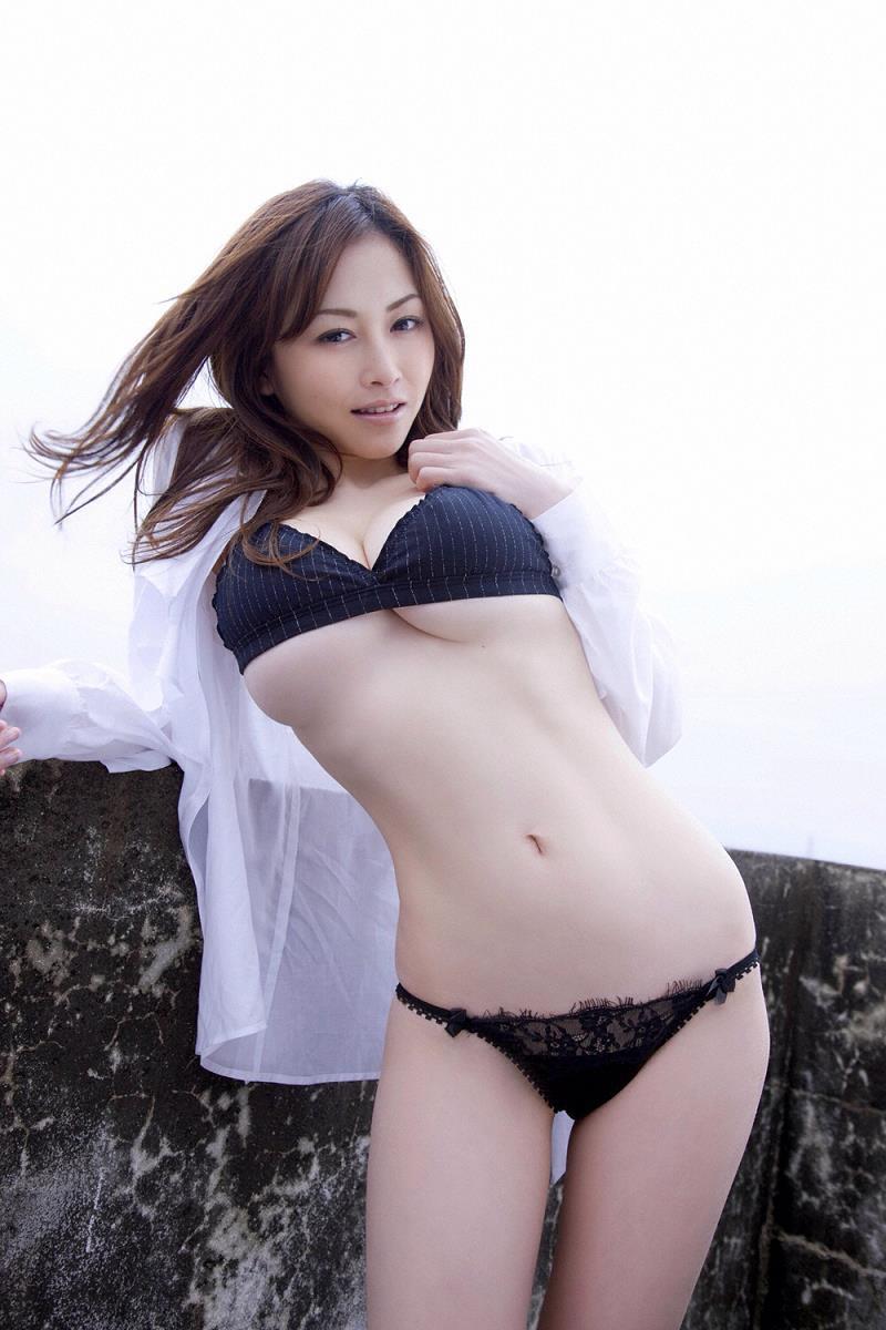 【杉原杏璃エロ画像】アラフォーが近付いてもまだまだ若くて綺麗な巨乳美人タレントのメイク術 14