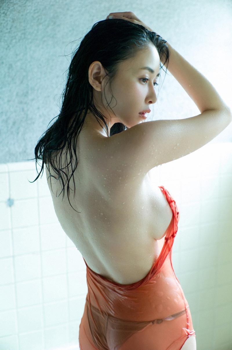【杉原杏璃エロ画像】アラフォーが近付いてもまだまだ若くて綺麗な巨乳美人タレントのメイク術 36