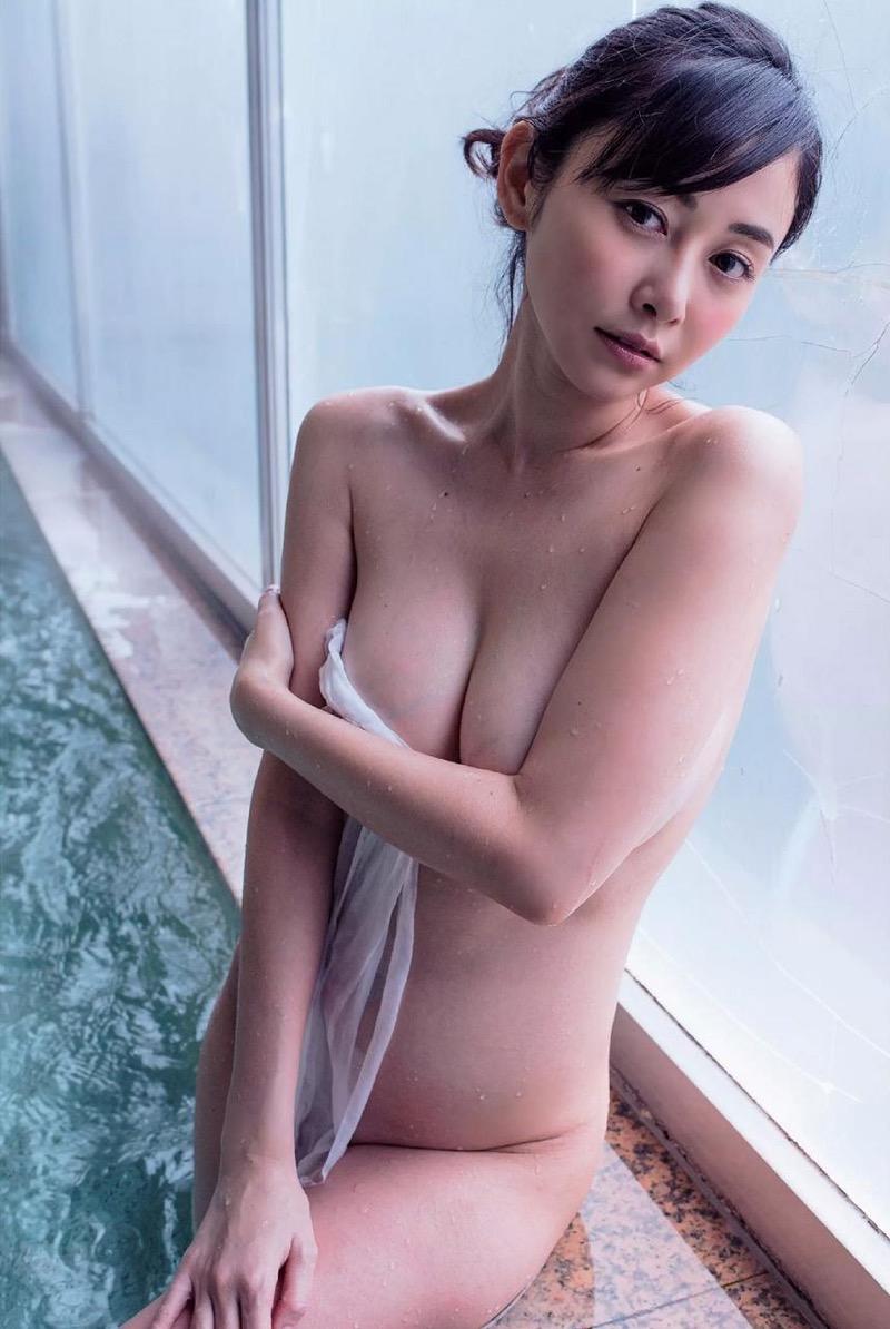 【杉原杏璃エロ画像】アラフォーが近付いてもまだまだ若くて綺麗な巨乳美人タレントのメイク術 42