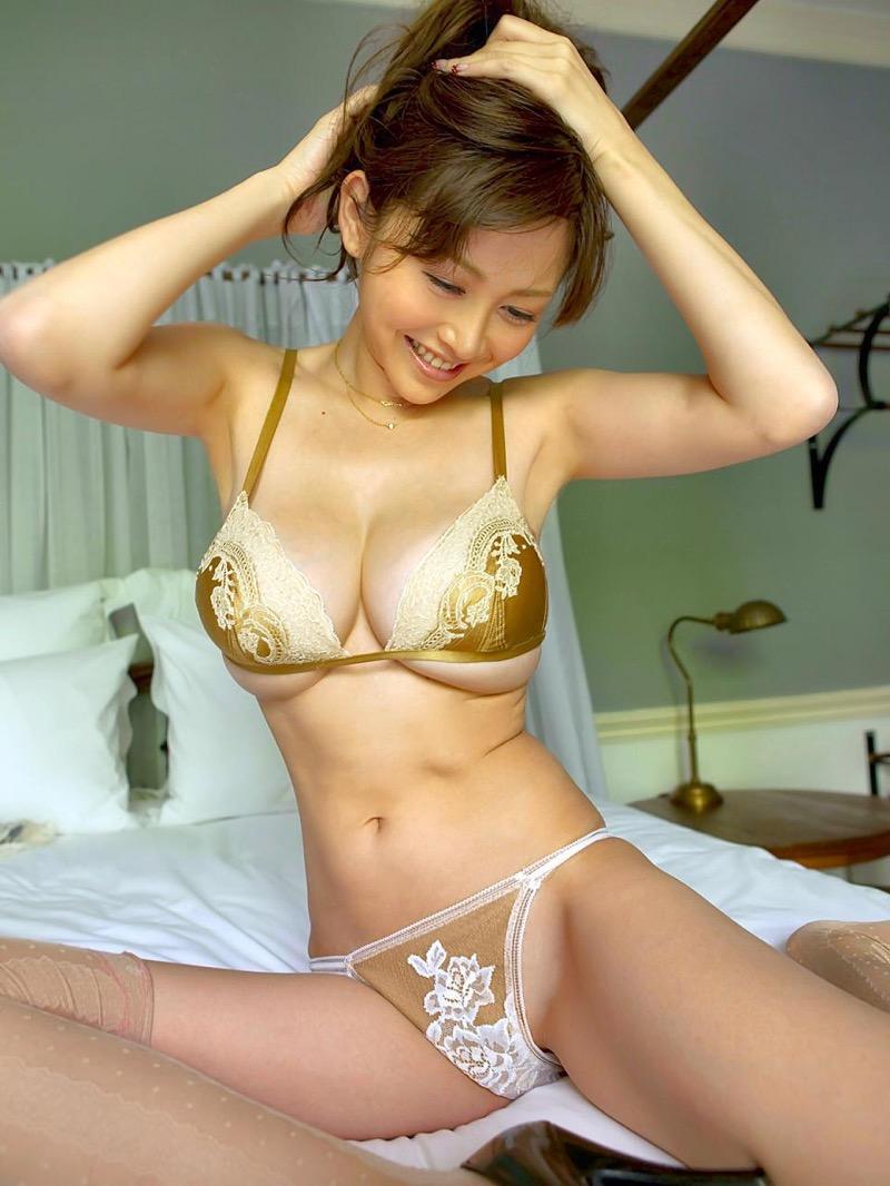 【杉原杏璃エロ画像】アラフォーが近付いてもまだまだ若くて綺麗な巨乳美人タレントのメイク術 52