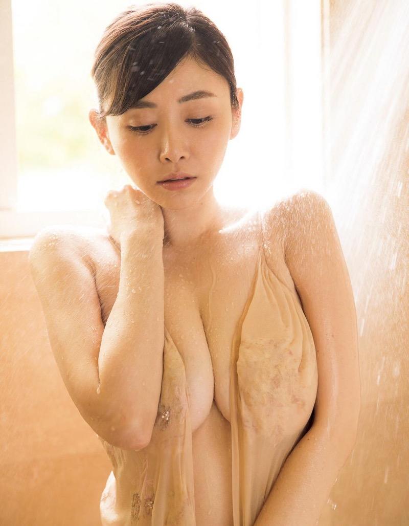 【杉原杏璃エロ画像】アラフォーが近付いてもまだまだ若くて綺麗な巨乳美人タレントのメイク術 57