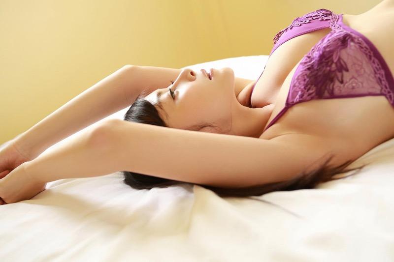 【杉原杏璃エロ画像】アラフォーが近付いてもまだまだ若くて綺麗な巨乳美人タレントのメイク術 79