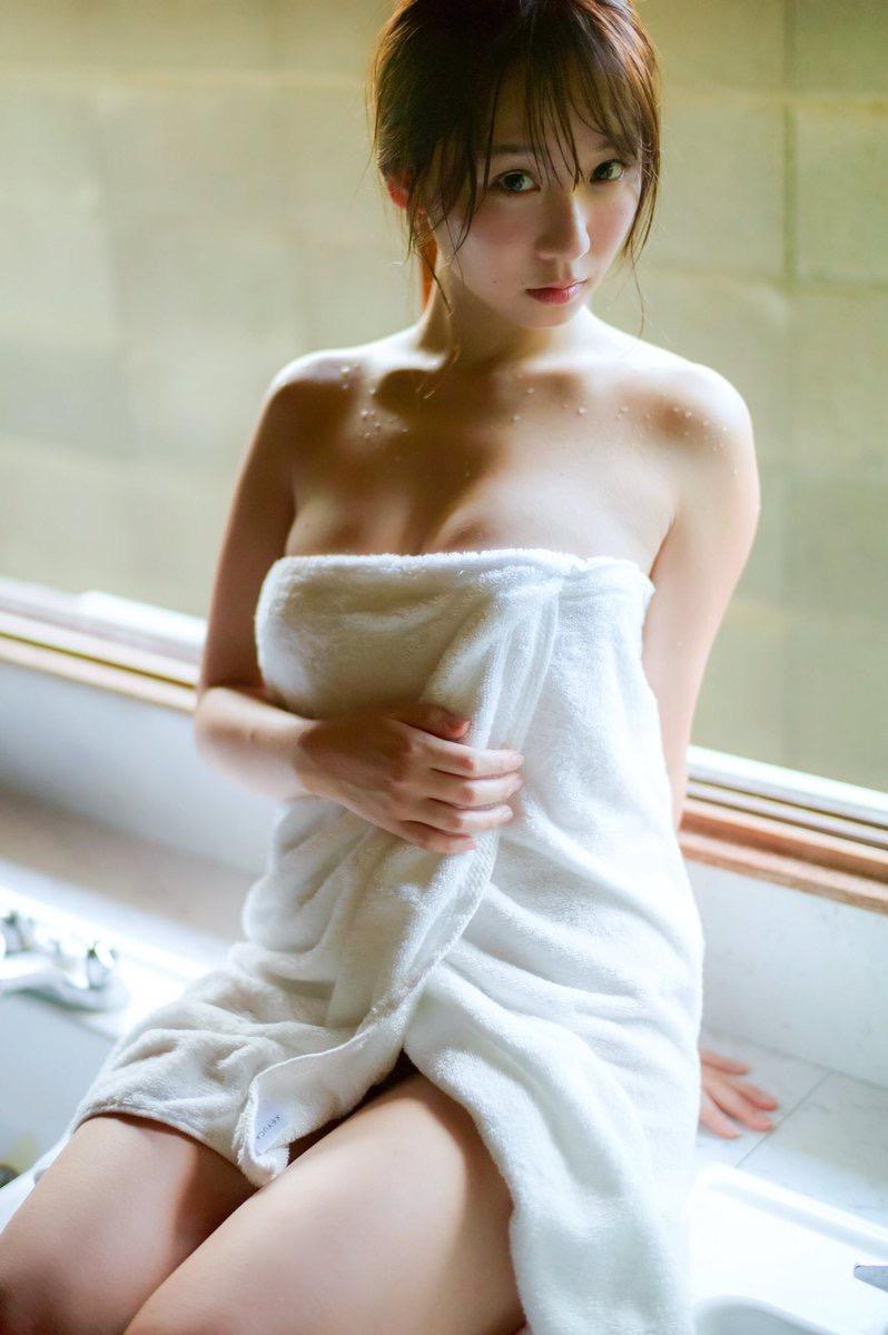 【伊織もえエロ画像】アニメやゲームキャラクターに扮した姿が可愛くてエロい美人コスプレイヤー 16